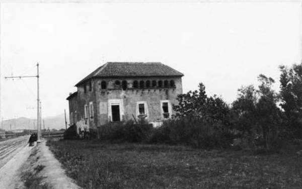 La Torre del Fang Autor: Vintró i Casallachs, - Fons: Estudi de la Masia Catalana - 'Arxiu Fotogràfic Centre Excursionista de Catalunya'.