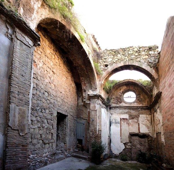 Restes de la Capella dels Segadors. St. Andreu de Palomar. Autor: Xavier de la Cruz.