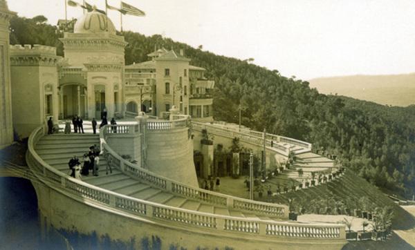 Casino de la Rabassada. Gran Escalinata. (foto Andres Fabert principis sXX) http://w1.bcn.cat/barcelonablog/insolit/el-gran-casino-de-larrabassada