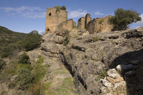 Castell de Comiols, al nord del nucli d'Artesa, en el despoblat de Comiols. Artesa del Segre (Noguera) 2011. Autor: PMRMaeyaert. LoCloud, Europeana Collections.