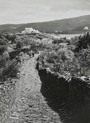 Camí de parets seques, Cadaqués (Alt Empordà) 1949. Autor: Joan Tous i Casals. Generalitat de Catalunya, Departament de Cultura.