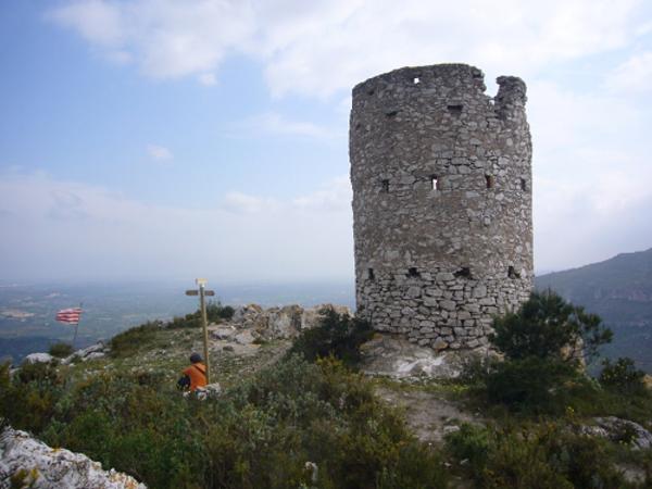 Vista general de la torre i del seu entorn, La Riba (Alt Camp) 200?. Autor: Ricard Ballo. Generalitat de Catalunya, Departament de Cultura.