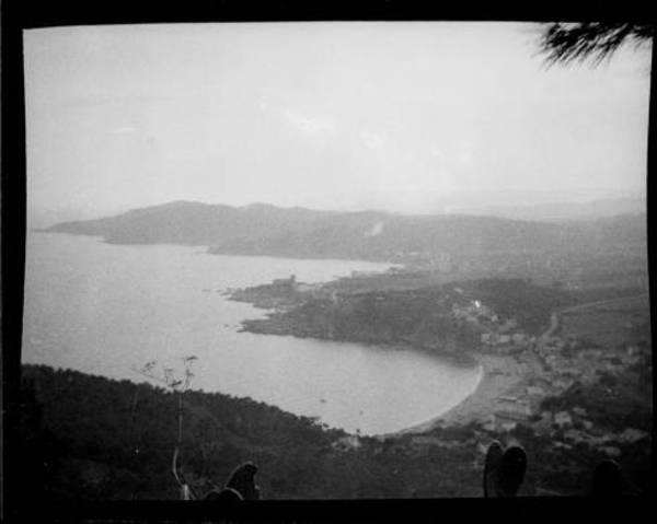 Vista general de Sant Feliu de Guíxols i la costa (Baix Empordà)1930. Autor: Enric Mateu i Pagès. Memòria Digital de Catalunya, Centre Excursionista de Catalunya.