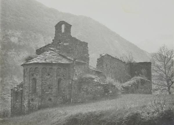 Vista de les restes del monestir, La Guingueta d'Àneu (Pallars Sobirà) 19??. Autor: Servei de Catalogació i Conservació de Monuments. Generalitat de Catalunya, Departament de Cultura.