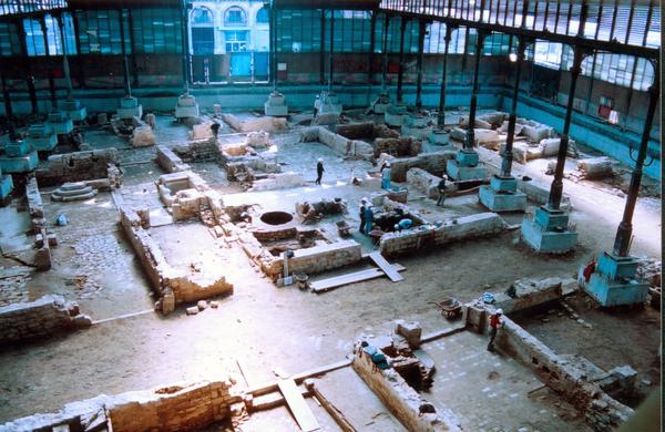 Ruïnes del Barri de la Ribera de Barcelona (s. XVII-XVIII) sota la coberta del mercat del Born (sXIX). Autors: Pere Lluís Artigues - Antoni Fernández (CODEX, Arqueologia i Patrimoni)