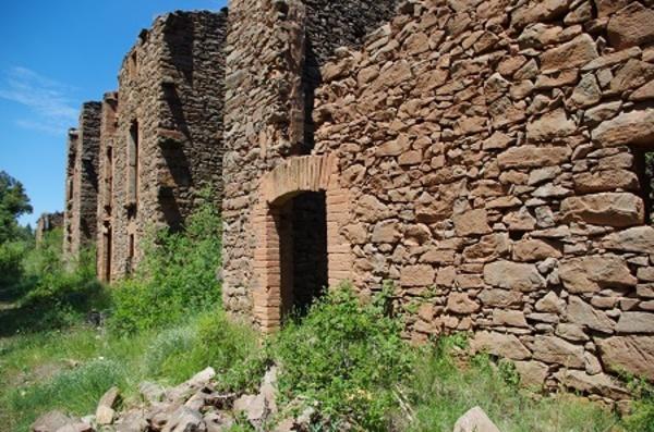 Despoblat de El Putxot, municipi de Castellnou del Bages (Bages).  Autor: Judit Pujadó. (Els pobles oblidats, Edicions Sidillà).