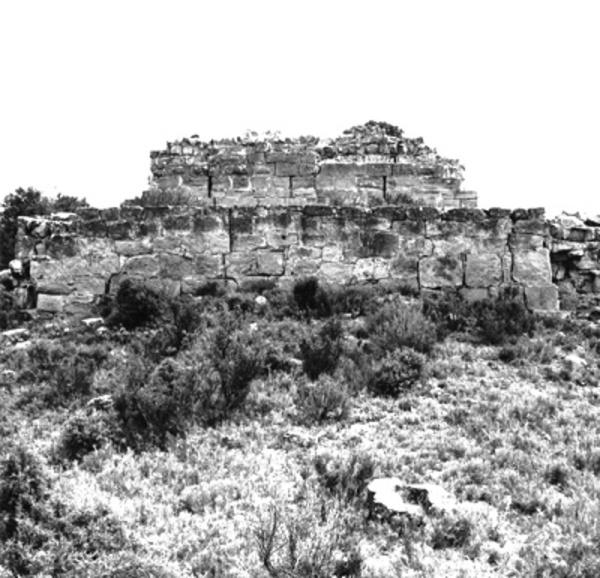 Imatge del Castell d'Almudèfer i del seu entorn. Caseres (Terra Alta). Autor: Servei de Suport Tècnic i Inventari. Generalitat de Catalunya, Departament de Cultura.