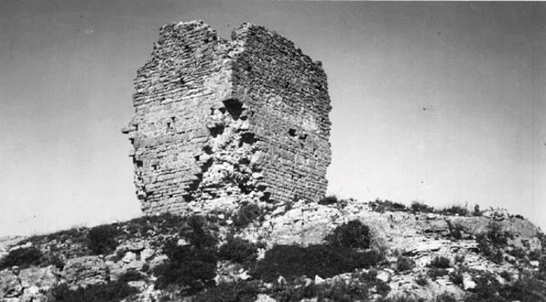 Vista de les reste de la torre del Castell. L'Albiol (Baix Camp) 1962. Autor: Pere Català i Roca. Generalitat de Catalunya, Departament de Cultura. (http://invarquit.cultura.gencat.cat)