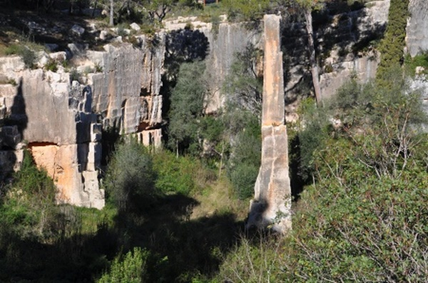 Pedrera romana del Mèdol, amb l'agulla. (Tarragona). 2016.  Autor: Josep Santesmases i Ollé