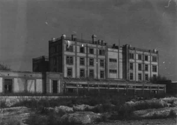 Imatge de les restes de l'edifici del Preventori de la Savinosa, Tarragona (Tarragonès) 1981. Autor: M.T. Eroles i Rigol – Josep Maria Buqueras i Bach. Generalitat de Catalunya, Departament de Cultura.