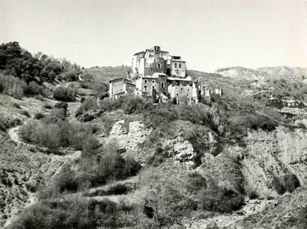 Vista del poble de Tendrui i el seu entorn. Tremp (Pallars Jussà)1970. Autor: Fons Jordi Mir i Parache Tendrui. Arxiu Comarcal del Pallars Jussà
