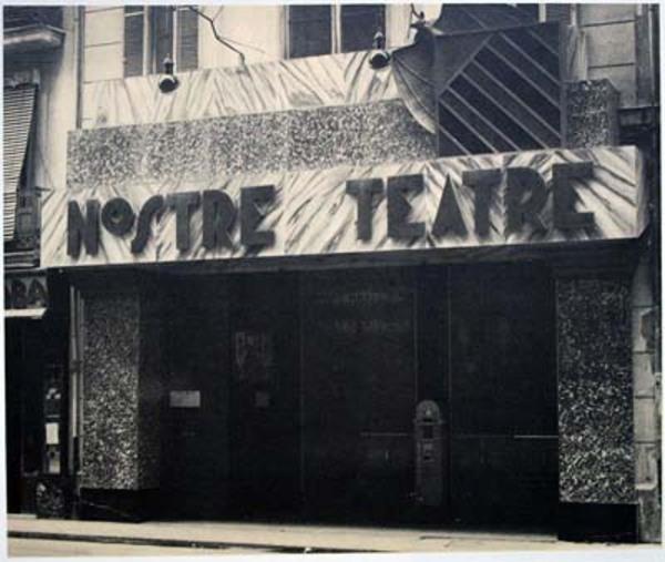 Imate de l'entrade a l'establiment del Nostre Teatre, València (l'Horta) 1934. Autor: Desconegut, https://commons.wikimedia.org/wiki/File:Nostre_teatre_de_Val%C3%A8ncia.jpg?uselang=es