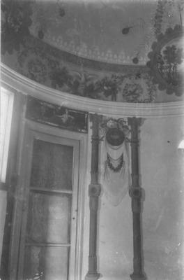 Interior de la Casa Vinyals, Terrassa (Vallès Occidental) 1910. Autor: Desconegut. Col·lecció: B. Ragón. AMAT. Ref. 127590