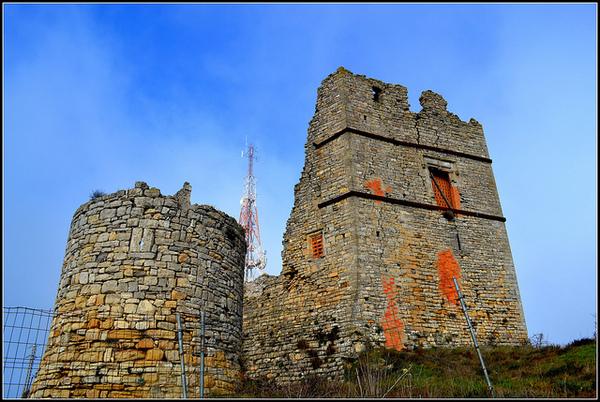 Castell de Savallà del Comtat (la Conca de Barberà). 2013. Autora: Àngela Llop. Font: Flickr. CC BY SA.