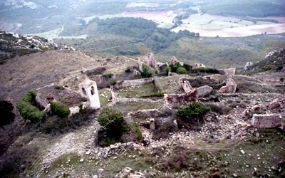 Restes de l'antic poble de Selmella i campanar de l'església. Any 1992. Autor: Josep Santesmases i Ollé. Fons Arxiu Santesmases-Rabadà.